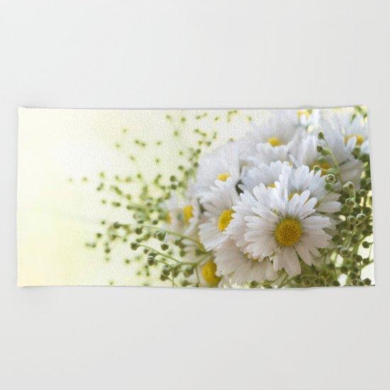 Bouquet of daisies in LOVE - Flower Flowers Daisy Beach Towel