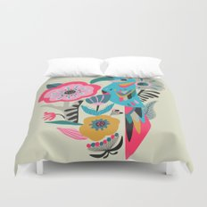 PARROT AT THE GARDEN Duvet Cover