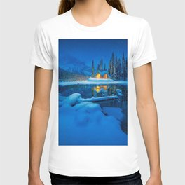 Emerald Lake winter landscape snow forest mountains christmas winter Canadian Rocky Mountains Britis T-shirt