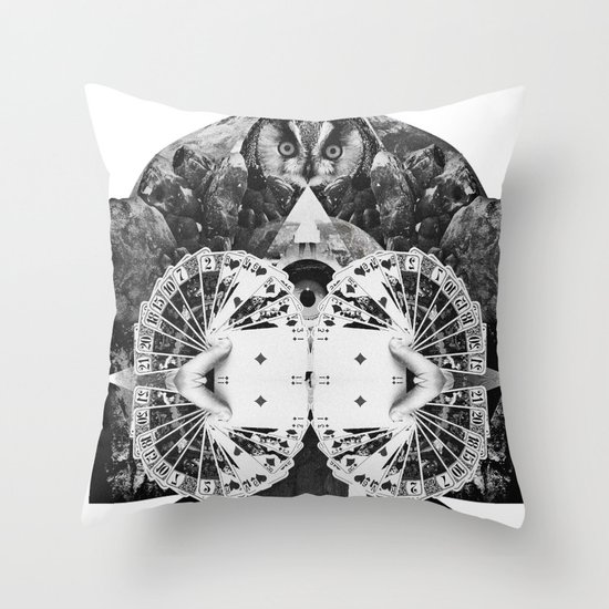 LIVE IN DREAMS Throw Pillow