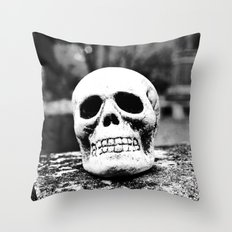 Graveyard horror Throw Pillow