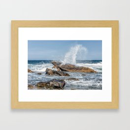 Wave crashing on the rocks 0819 Framed Art Print