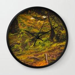 Sombre forêt Wall Clock