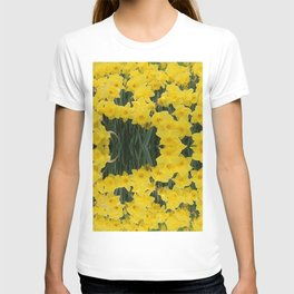 SPRING YELLOW DAFFODILS GARDEN DESIGN T-shirt