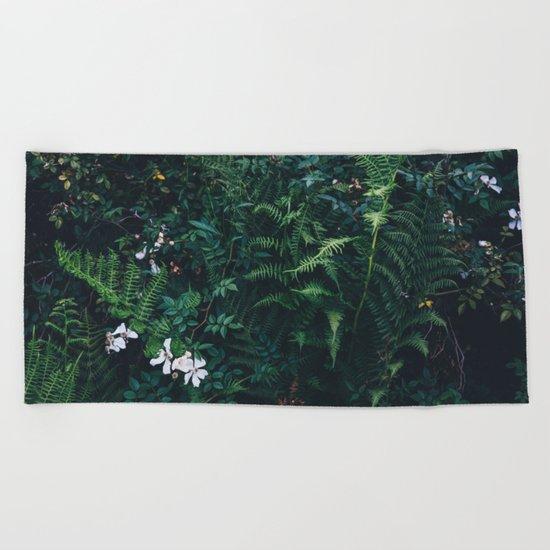Fleurs Vertes Beach Towel