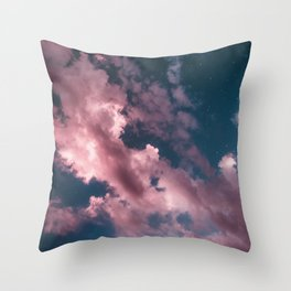 otro cielo rosado. Throw Pillow