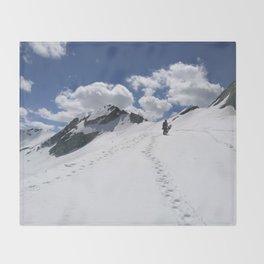 Aiming high Throw Blanket