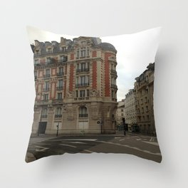 Au coin (Paris) Throw Pillow