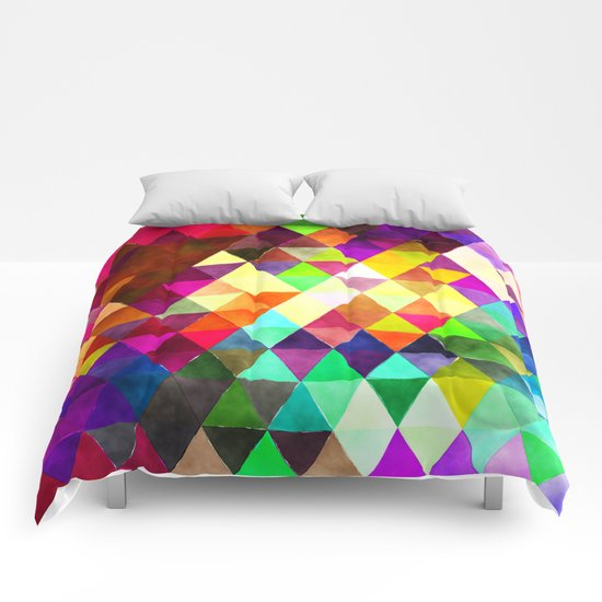Vibrant Triangles Pattern 02 Comforters