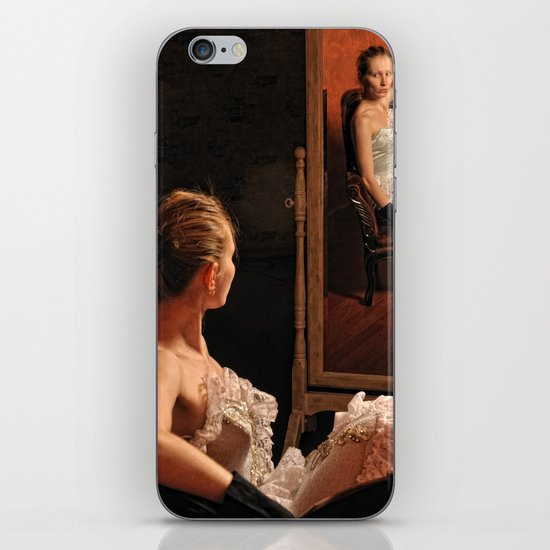 Victoria and the mirror iPhone & iPod Skin