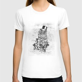 Tattoo style owl with top hat and rose. Rockabilly style.  T-shirt