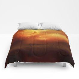 Blutmond 1 Comforters