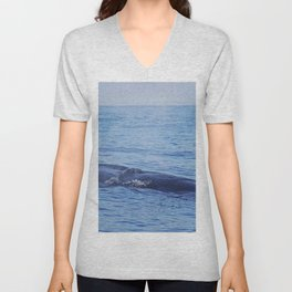 Tropical whale: The Bryde´s whale Unisex V-Neck