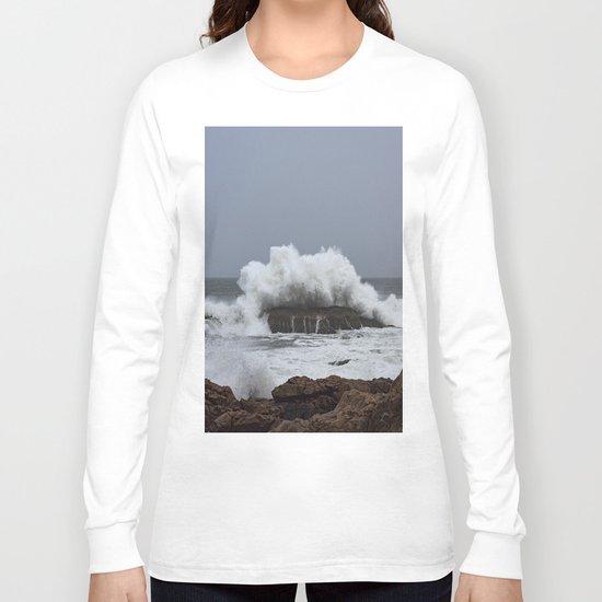 Wave splashing on the rocks Long Sleeve T-shirt