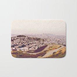 Misty Frisco (San Francisco sous la brume) Bath Mat
