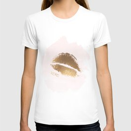 XOXO Print, Kiss Art, Lips Wall Art, Gold Foil Kiss Print, Lips Art, Gold Love, Kiss Poster T-shirt