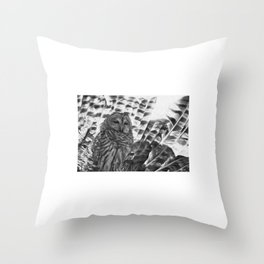 strigiforme Throw Pillow