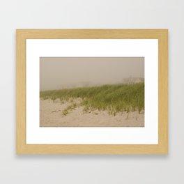 Maisons dans la brume Framed Art Print