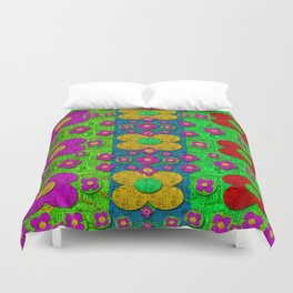 Big flower power to the people Duvet Cover
