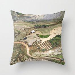 Blind Strech Comb Vietnam Landscape Throw Pillow