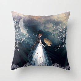 Le cri du hibou Throw Pillow