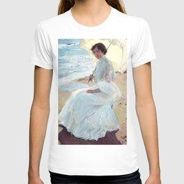 Clotilde on the Beach (1904) by Joaquín Sorolla T-shirt