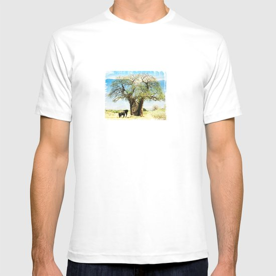 Finding an old friend - elephant in the wild T-shirt