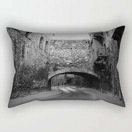 Calle con túnel Rectangular Pillow