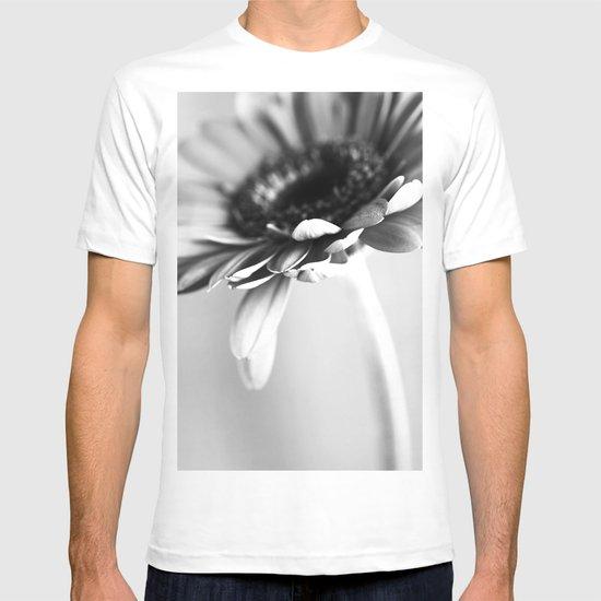 Flower black and white T-shirt