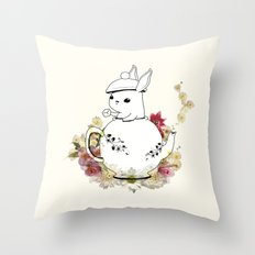 Chamomillo Throw Pillow