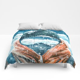 climber in the everest Comforters