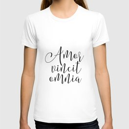 AMOR VINCIT OMNIA, Love Quote,Love Sign,Latin Saying, Latin Words,Inspirational Quote,Gift For Her,Q T-shirt