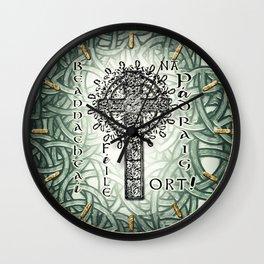 Beannachtaí na Féile Padraig Ort Wall Clock