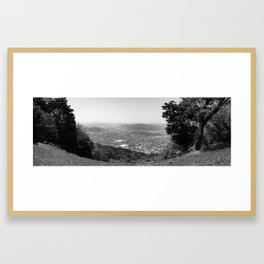Karatsu depuis la montagne(panorama B&W version) Framed Art Print