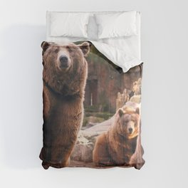 Spectecular Group Gracious Grizzly Bears Sitting In Habitat Waving At Camera Ultra HD Comforters