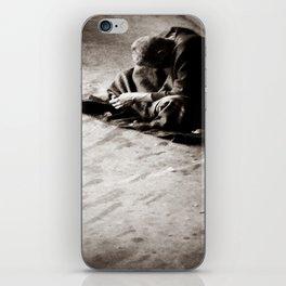 gazoh7 iPhone Skin