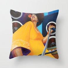 Solista Throw Pillow