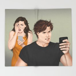 social media shocker Throw Blanket