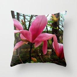 Magnolia sauvage Throw Pillow
