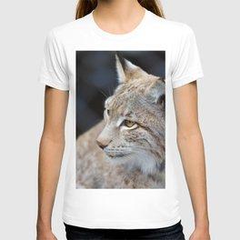 Young lynx close-up portrait T-shirt