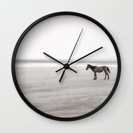 Horse a la playa Wall Clock
