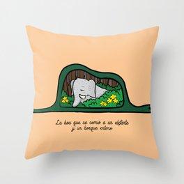 Elefante y Boa Throw Pillow