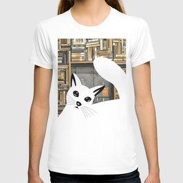 Curios cat I T-shirt