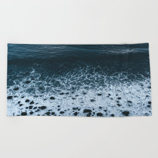Iceland waves and shapes - Landscape Photography Beach Towel