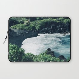 Breathtaking Black Sand Hawaiian Beach With Ocean Surf Laptop Sleeve
