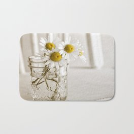 Simple White Daisy Flowers Bath Mat