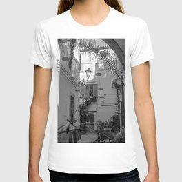 Inner courtyard, Ortigia, Syracuse, Sicily, T-shirt