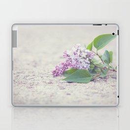 C'est le temps des lilas Laptop & iPad Skin