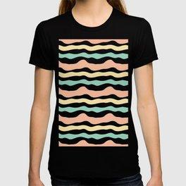 Modern wavy stripes pattern T-shirt