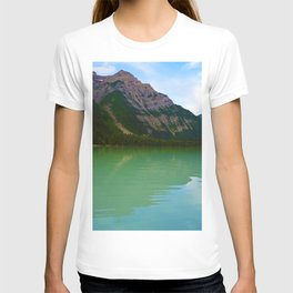 Kinney Lake in Mount Robson Provincial Park, British Columbia T-shirt
